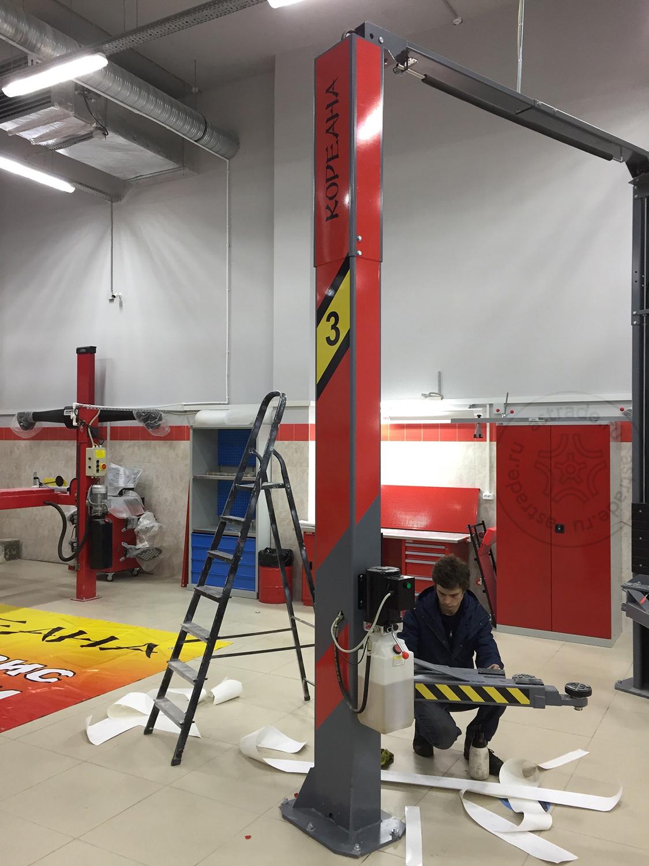 Брендирование устанавливаемых подъемников Launch TLT-240SC