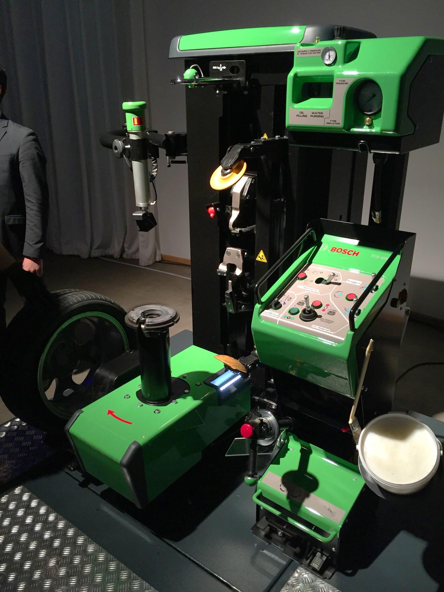Шиномонтажный роботизированный стенд Bosch TCE 4490