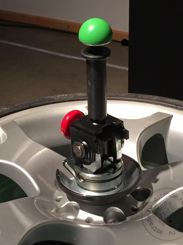 Удобная и надежная система фиксации колеса