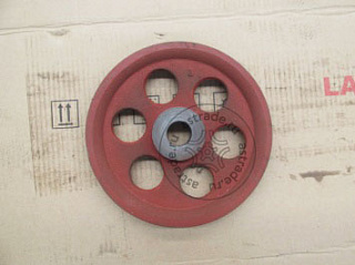 Steel cable pulley (left runway)